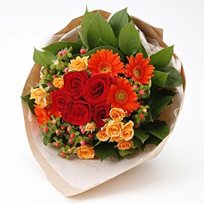 【ネット限定】バラと季節のお花のブーケ 赤×オレンジ
