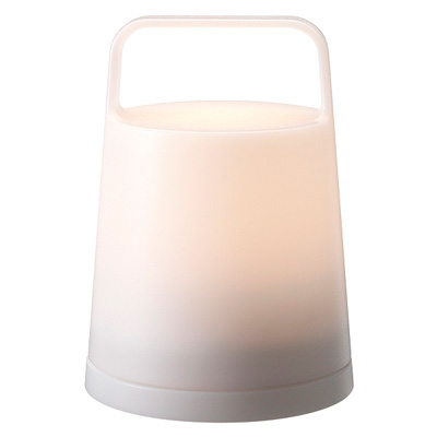 持ち運びに便利な大きな取っ手がついたLEDランタンです。傾けるとサーチライトが自動で点灯します。充電をしながらルームライトとしてもご使用いただけます。停電時自動点灯機能付。