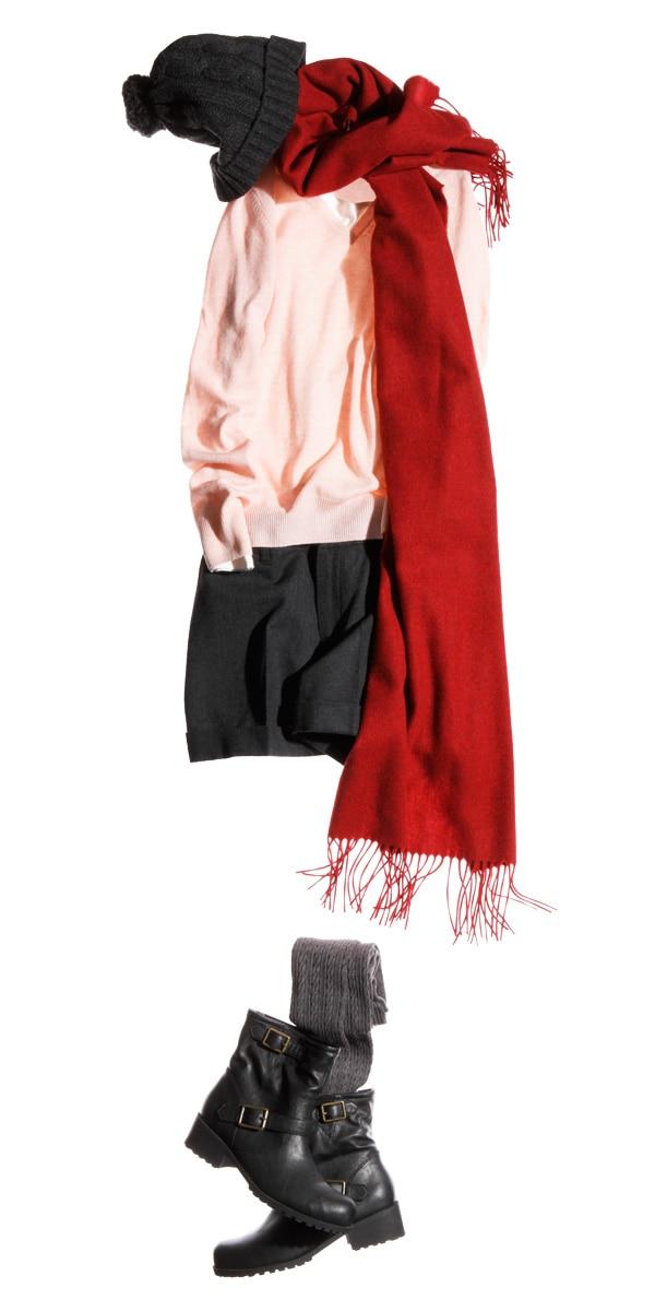 搭配甜美的粉红色毛衣
