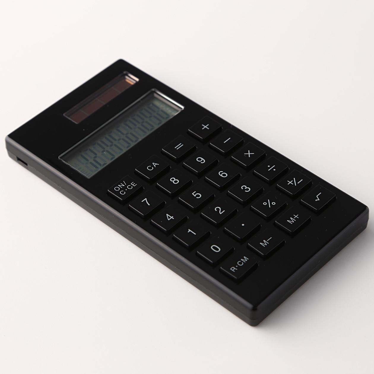 液晶部分も、ちゃんと12桁。この12桁というのはもしもの時に結構重要なんですよね。 便利な1ボタンでの消費税計算機能もあります。これ便利なんですよね。