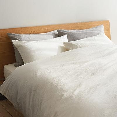 ニトリと無印良品ですっきりベッドルーム (RoomClip mag) - LINEアカウントメディア