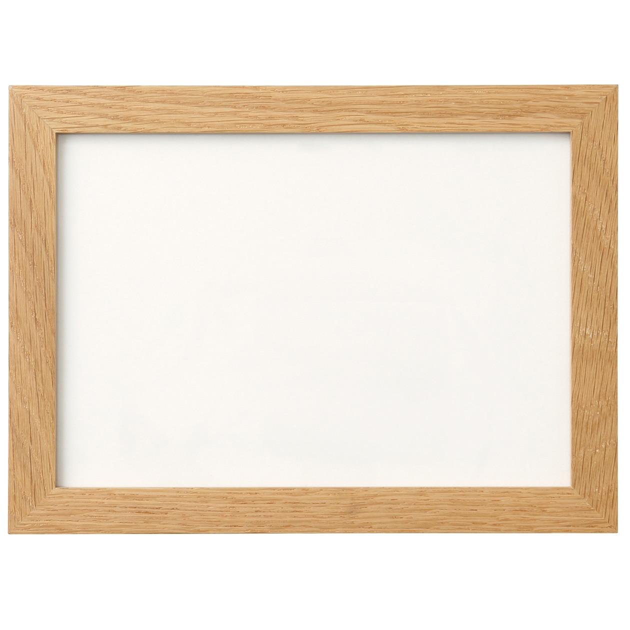 壁に付けられるフレーム・A5サイズ用・オーク材の写真