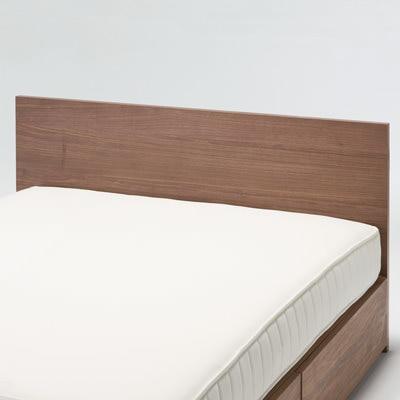 大人も子供も長く使えるモダンなデザインと落ち着いた木目の2段ベッド。棚、コンセント付のヘッドボードで機能性も抜群!絵本やタブレットをしっかり立てかけられる  ...