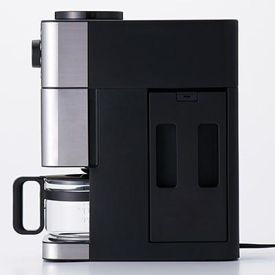 ねん燭『コーヒー飲まない?ここの、僕のお気に入りなんだ』 . ねん◯◯『♪』 . コソッ.  ねん燭『…屋上で飲もう、僕の秘密基地なんだけど…連れて行ってあげる』 . *:.