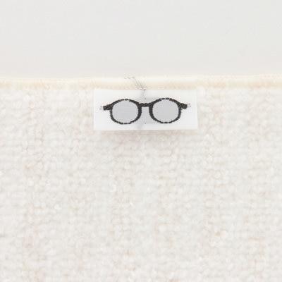 メガネ拭いて、ついでにMac拭いて、iPhone拭いて、ガジェット類拭いてって感じですな。 #無印良品 #メガネ拭き pic.twitter.com/ip9aNOKWZq