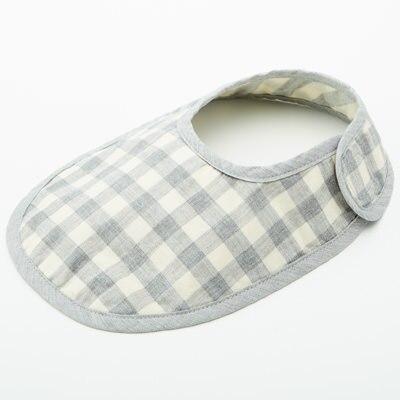 よだれかけ:BOBOのタオル&スタイクリップ(これ便利です!!!) カットソー:無印良品パンツ:赤ちゃん本舗ベスト:ハッカレッグウォーマー:BOBO  靴下:GAP