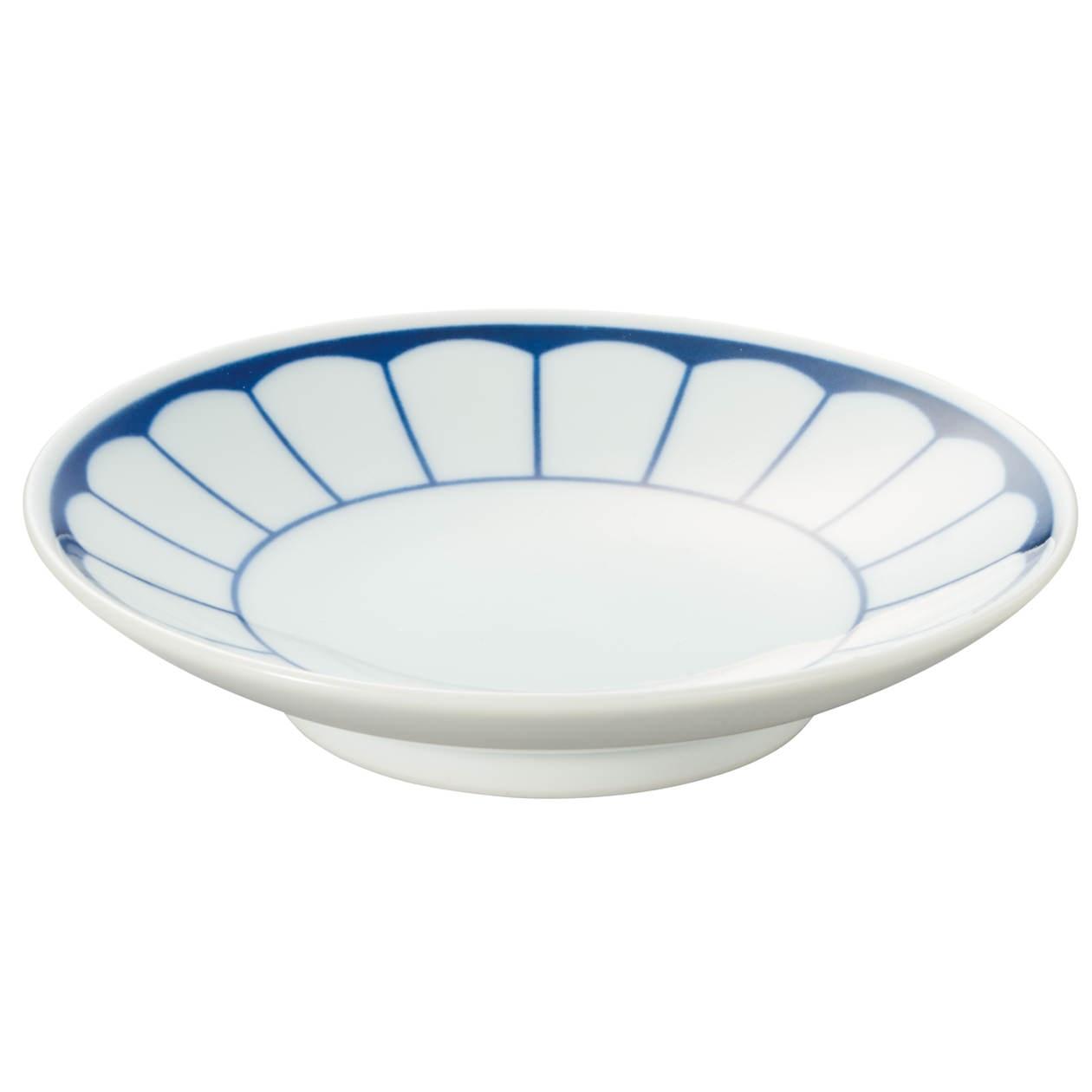 波佐見焼 豆皿 菊割柄の写真