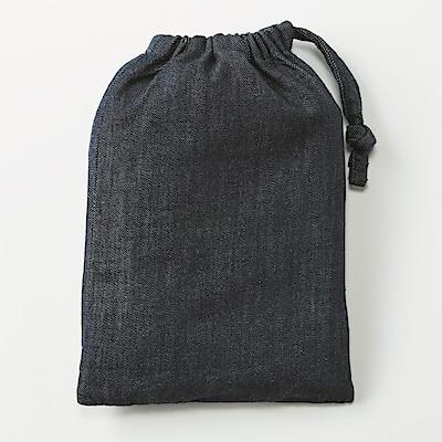 こちらは「肩掛けエプロン」。すっぽりかぶるだけでよくて、ダボっとしてて楽です。ポケットも大きいのが気に入りました。