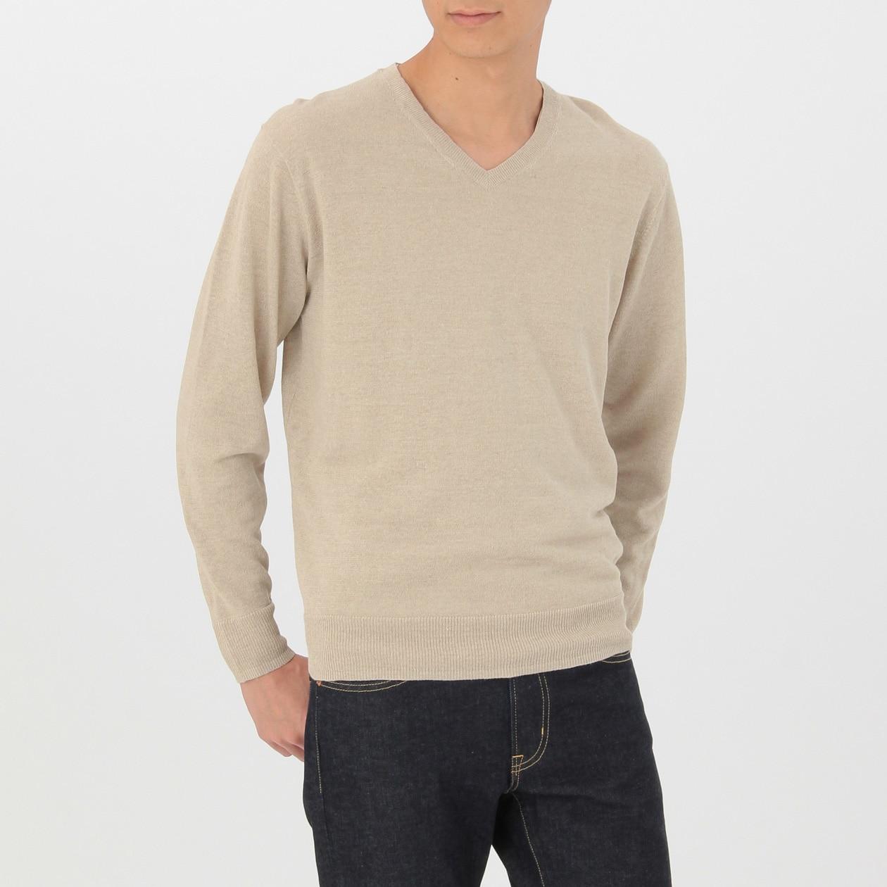 ユニクロのVネックセーター