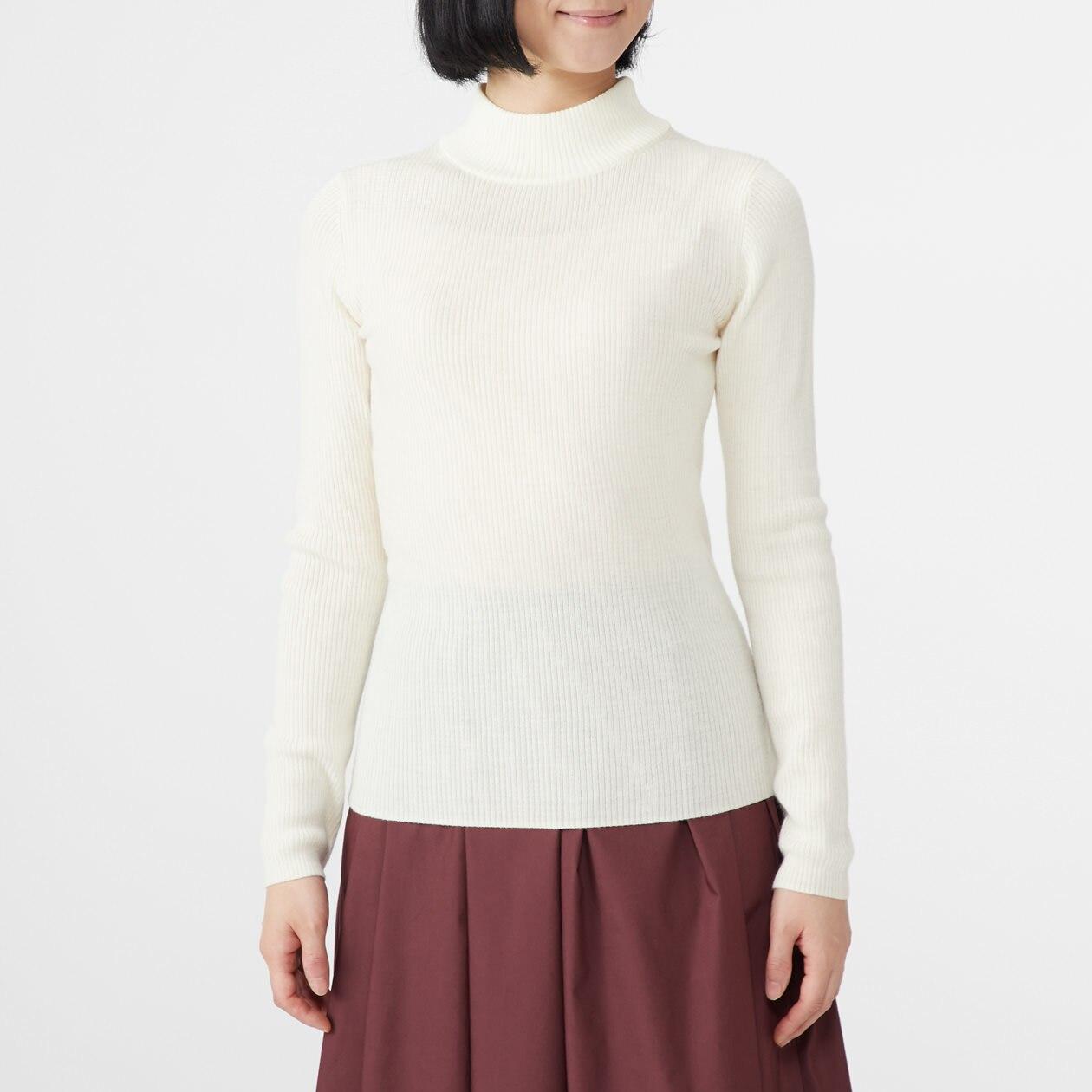 首のチクチクをおさえた 洗えるリブ編みハイネックセーター