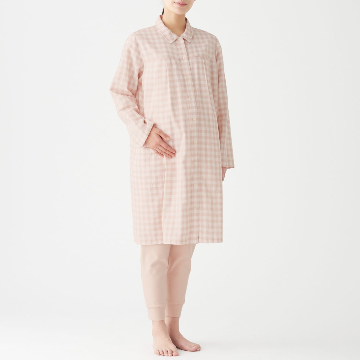 無印良品『脇に縫い目のない二重ガーゼ授乳に便利な長袖パジャマ(ロング)』