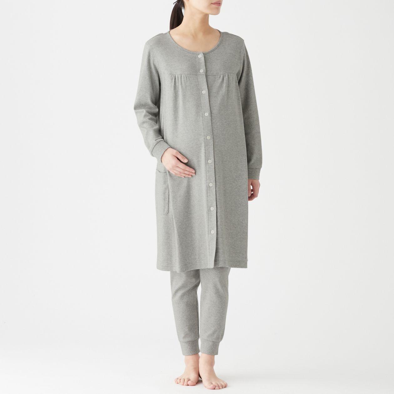 脇に縫い目のないスムース編み授乳に便利な長袖パジャマ
