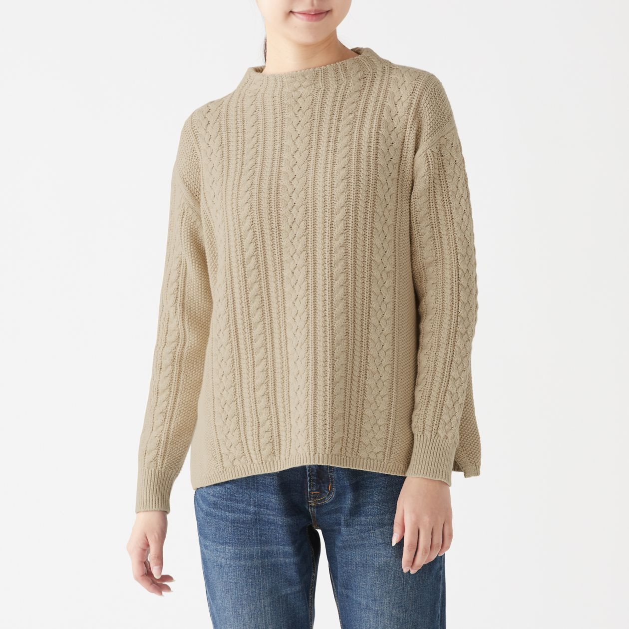 ケーブル柄モックネックセーター