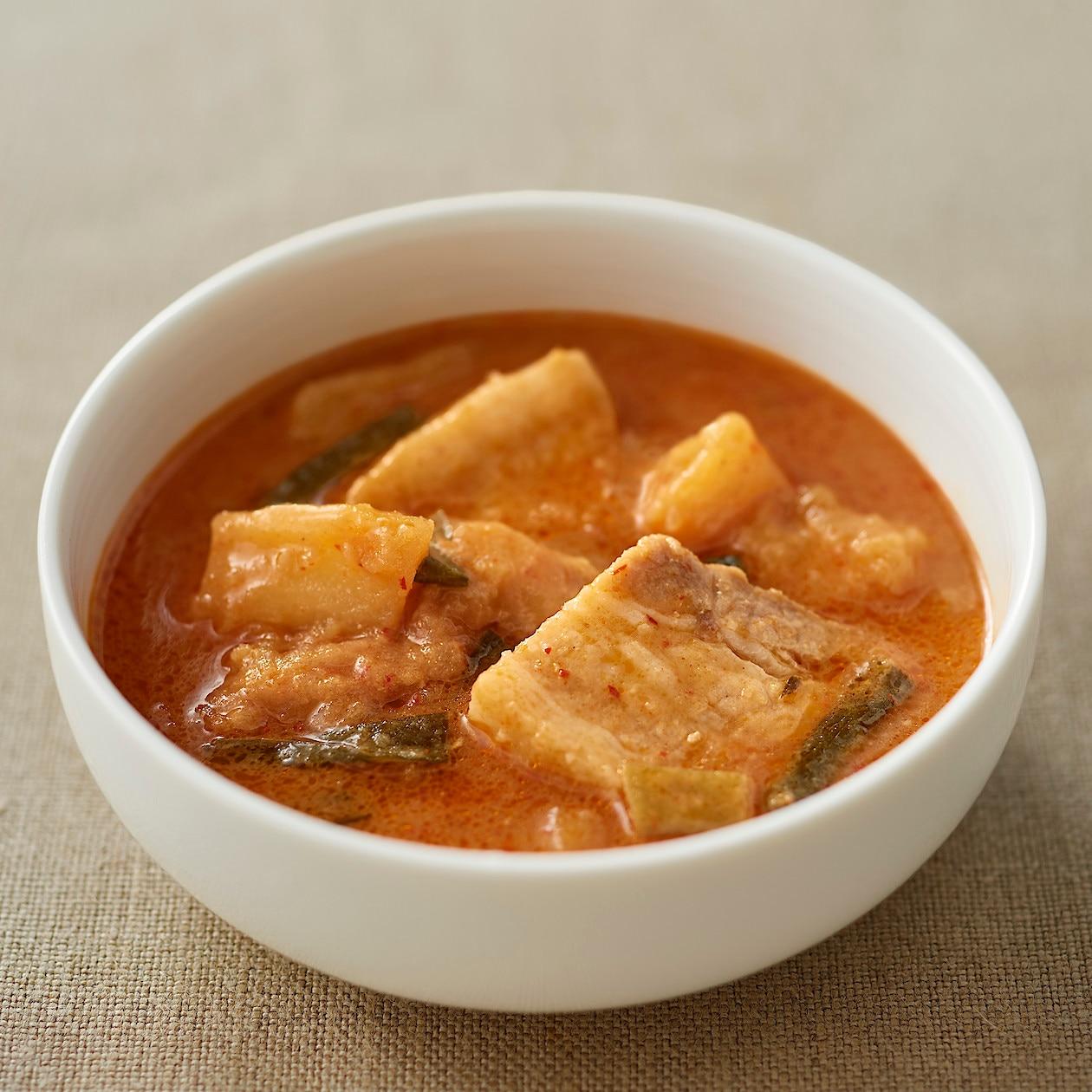 カムジャタン(韓国風豚肉とじゃがいもの煮込み)