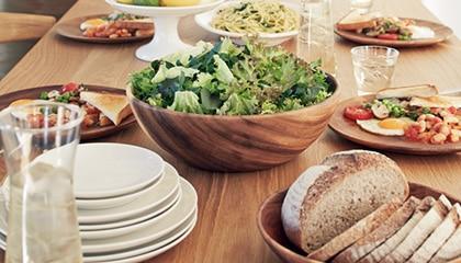 ぬくもりのある木製の食器シリーズ